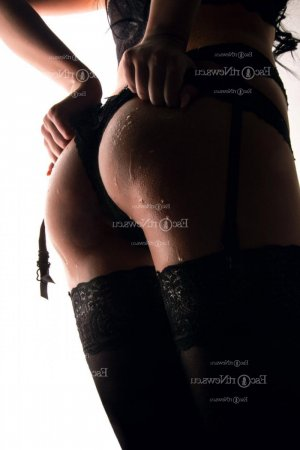 Alexine escort girls
