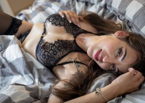 Queen escort girl in Council Bluffs IA